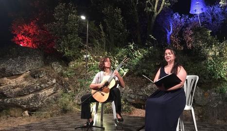 Camahort i Ruhí, durant el concert sota la campana 'Dongda'.