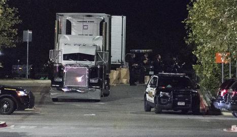 El camió on van trobar vuit immigrants morts.