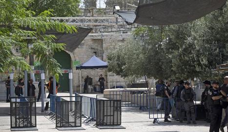 Israel va instal·lar ahir més càmeres de seguretat a l'entrada a l'Esplanada de les Mesquites de Jerusalem.