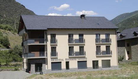 L'edifici als afores de Rialp, pràcticament finalitzat.