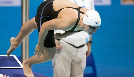 Katie Ledecky pren la sortida de la prova dels 400 lliure.