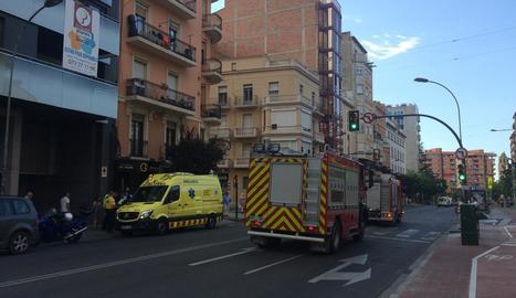 Els serveis d'emergències, ahir, al lloc dels fets.