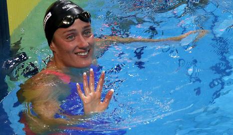Mireia Belmonte celebra la classificació per a la final en la tercera sèrie dels 1.500 lliures.