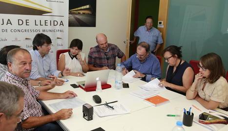 Imatge d'ahir de la reunió en la qual es va firmar el conveni.