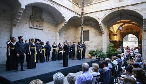 Un moment del concert que va tenir lloc ahir al pati gòtic de l'Institut d'Estudis Ilerdencs.