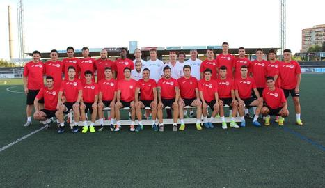 La plantilla del Balaguer, abans del primer entrenament ahir al Municipal.