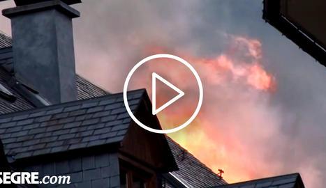 Vint desallotjats per un foc que calcina un local del centre de Vielha