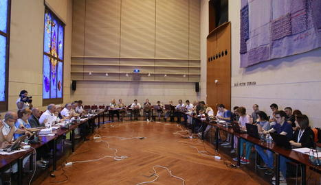 L'última reunió del consell de govern, on es va fer entrega del manifest amb 680 signatures.