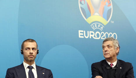 Villar, en foto d'arxiu, al costat del president de la UEFA.