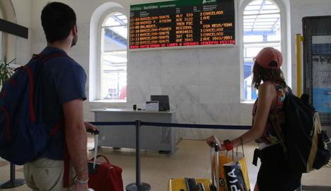 Alguns viatgers van haver de canviar els plans de viatge a causa dels trens suprimits per la vaga.