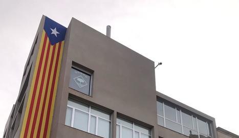 La façana de l'ajuntament d'Alcarràs, sense la 'rojigualda'.