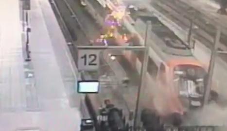 VÍDEO. Imatges de la càmera de seguretat de l'accident de tren de Barcelona