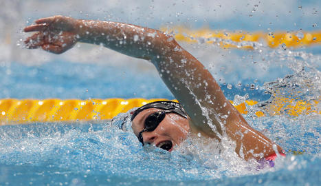 La nadadora badalonina, en plena acció durant la disputa de la final dels 800 en la qual sempre va estar lluny de les medalles.