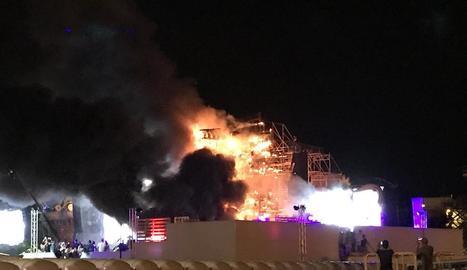L'escenari del festival va cremar davant de la incredulitat de més de vint mil espectadors.
