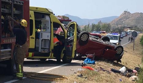 Mor el conductor d'una furgoneta en una sortida de via a Artesa de Segre