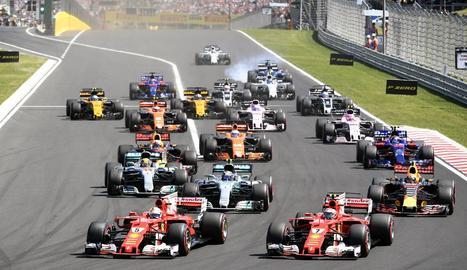 Moment de la sortida del gran premi, amb els Ferrari de Sebastian Vettel i Kimi Raikkonen manant.