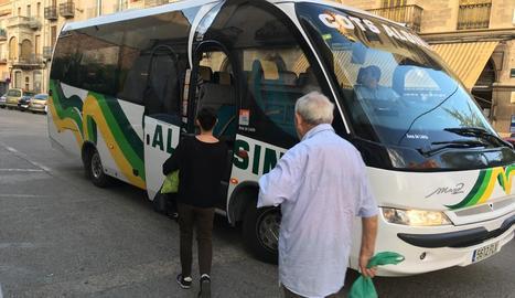 Quatre passatgers van pujar a Tàrrega a aquest autobús.
