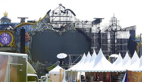 L'escenari de Tomorrowland mig cremat.