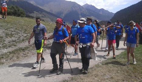 Vista general dels participants en l'Aran per sa Lengua, a l'arribar a Vielha, on finalitzava la marxa.