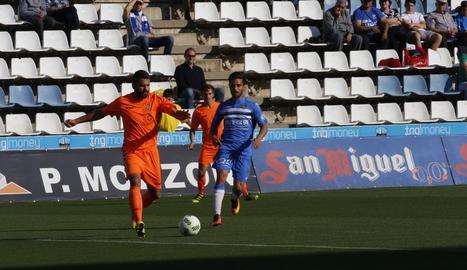 Carlos Doncel, en una acció durant un partit de la temporada passada al Camp d'Esports.