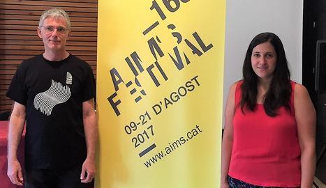 El director de l'AIMS, Peter Thiemann, i la regidora de Cultura de Solsona, Sara Alarcón, ahir.