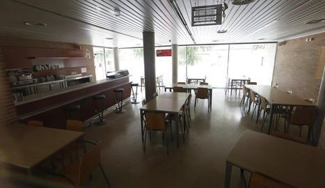 El bar del centre cívic de Balàfia està tancat des del gener.