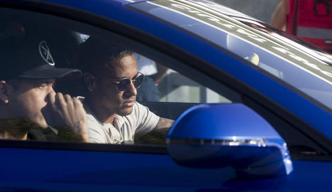 Neymar, en el moment en què va arribar a les instal·lacions del Barcelona per comunicar que se n'anava.