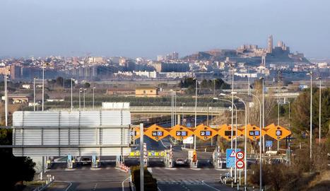 Vista del peatge de l'AP-2 al seu pas per Lleida.