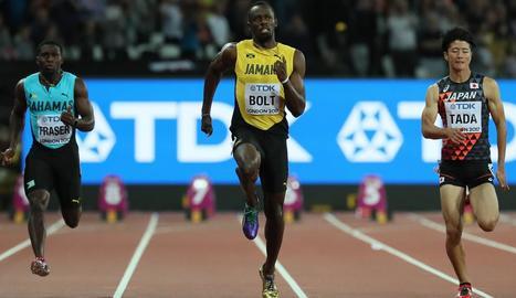 Usain Bolt va guanyar la sèrie de 100 metres, ahir en la primera jornada del Mundial d'atletisme a Londres.