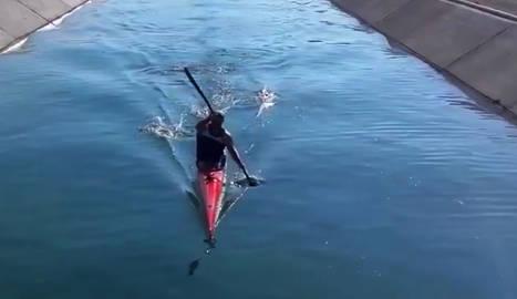 El piragüista que ahir navegava amb piragua per les aigües del canal a la zona de Tàrrega.