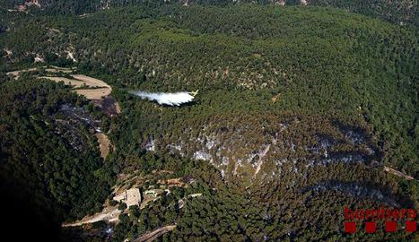 Imatge aèria de l'incendi cedida pel cos de bombers de la Generalitat.
