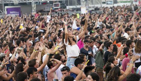 Milers de persones van corejar les cançons de grups com Despistaos i Amaral dissabte a la nit.