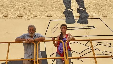 Els autors del mural hi feien ahir els últims retocs.