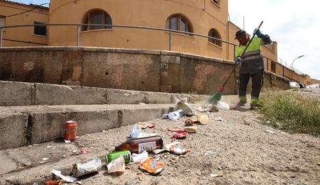 Brutícia en carrers del Centre Històric per incivisme i 'botellón'