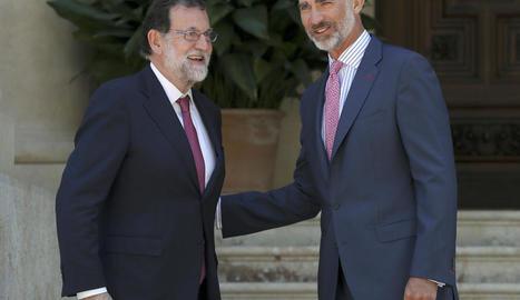 Rajoy i el rei Felip VI, poc abans del tradicional despatx d'estiu a Palma de Mallorca.