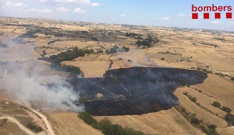 Imatge aèria del foc d'ahir a la Segarra.