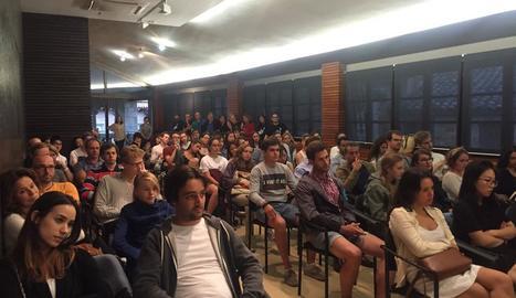 Els participants a l'Acadèmia de Música de Solsona, ahir en la recepció a l'ajuntament.