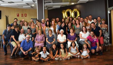 La Lola de Riu celebra els 100 anys amb la família i amics