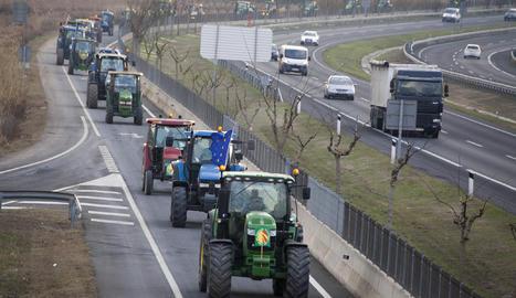 Una tractorada convocada per Unió de Pagesos.