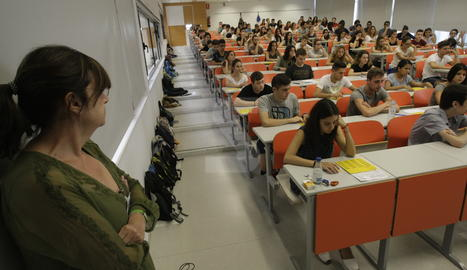 Alumnes realitzant les proves de selectivitat del setembre.