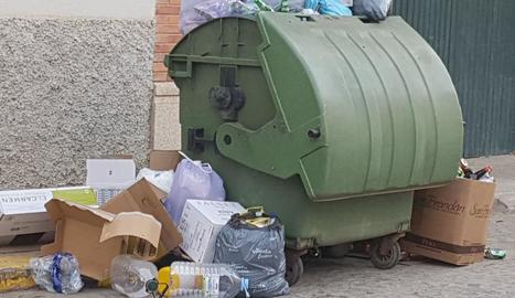 Imatge d'un contenidor d'escombraries a Torres de Segre.