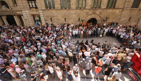 Minut de silenci a la plaça Paeria de Lleida.