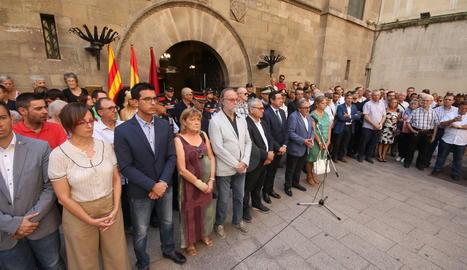 Minut de silencia a la plaça Paeria de Lleida.