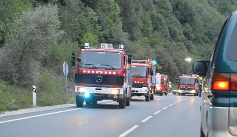 Vista del lloc de l'accident mortal ahir a l'N-230 al seu pas per Bossòst, a la Val d'Aran.