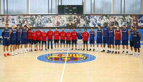 Els jugadors del Lleida van fer ahir un minut de silenci abans d'iniciar l'entrenament.