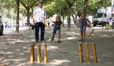 Els més petits van protagonitzar ahir les festes a la plaça Jardí de les Magnòlies de Balàfia.