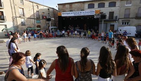 Els habitants de la Granadella i rodalies, fins i tot els més petits, es van animar amb els balls tradicionals i populars.