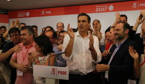 Imatge d'arxiu del líder del PSOE, Pedro Sánchez, al costat del seu número tres, José Luis Ábalos.