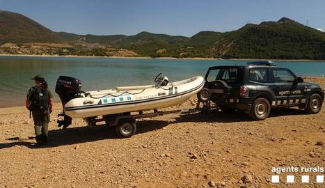 Els Rurals han inspeccionat embarcacions al pantà de Sant Antoni, al Pallars Jussà.