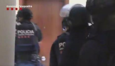 VÍDEO. Així van entrar els Mossos als pisos dels terroristes a Ripoll